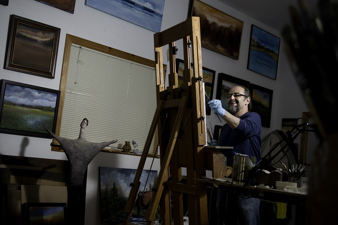 portrait of painter Rob Niezen in his home studio